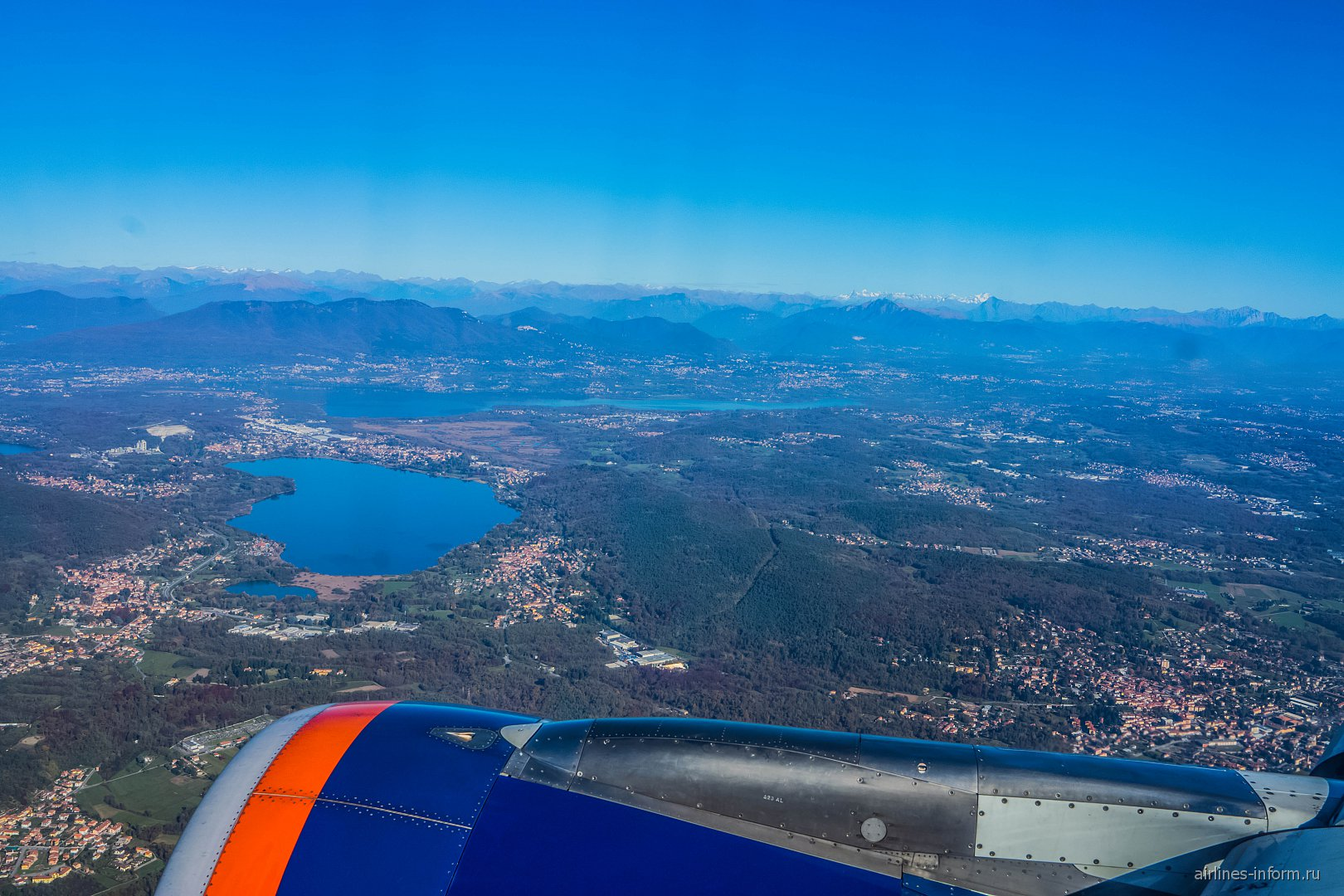 Вид на окрестности Милана после взлета из аэропорта Мальпенса