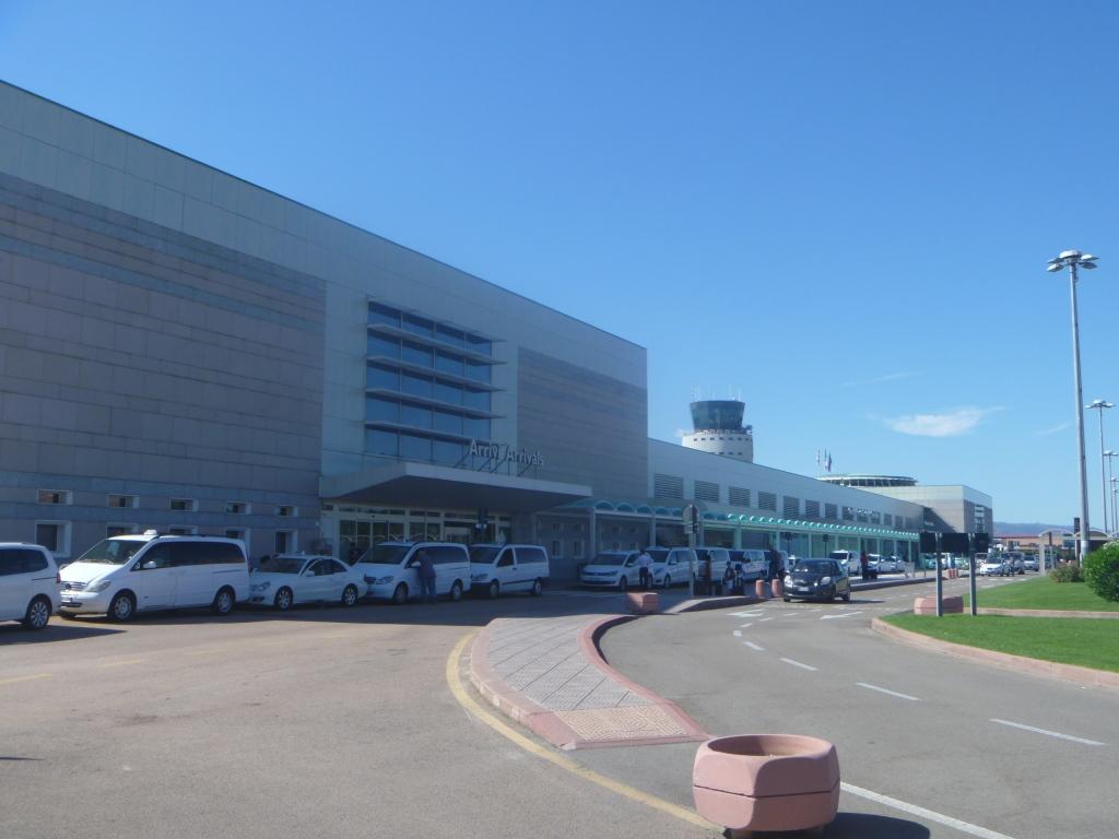 Пассажирский терминал аэропорта Ольбия Коста Смеральда