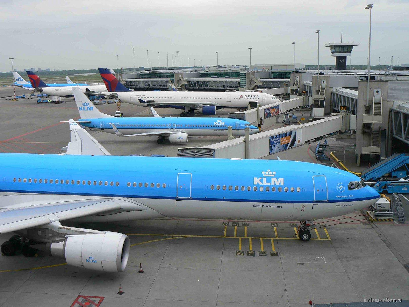 Вид со смотровой площадки аэропорта Амстердам Схипхол