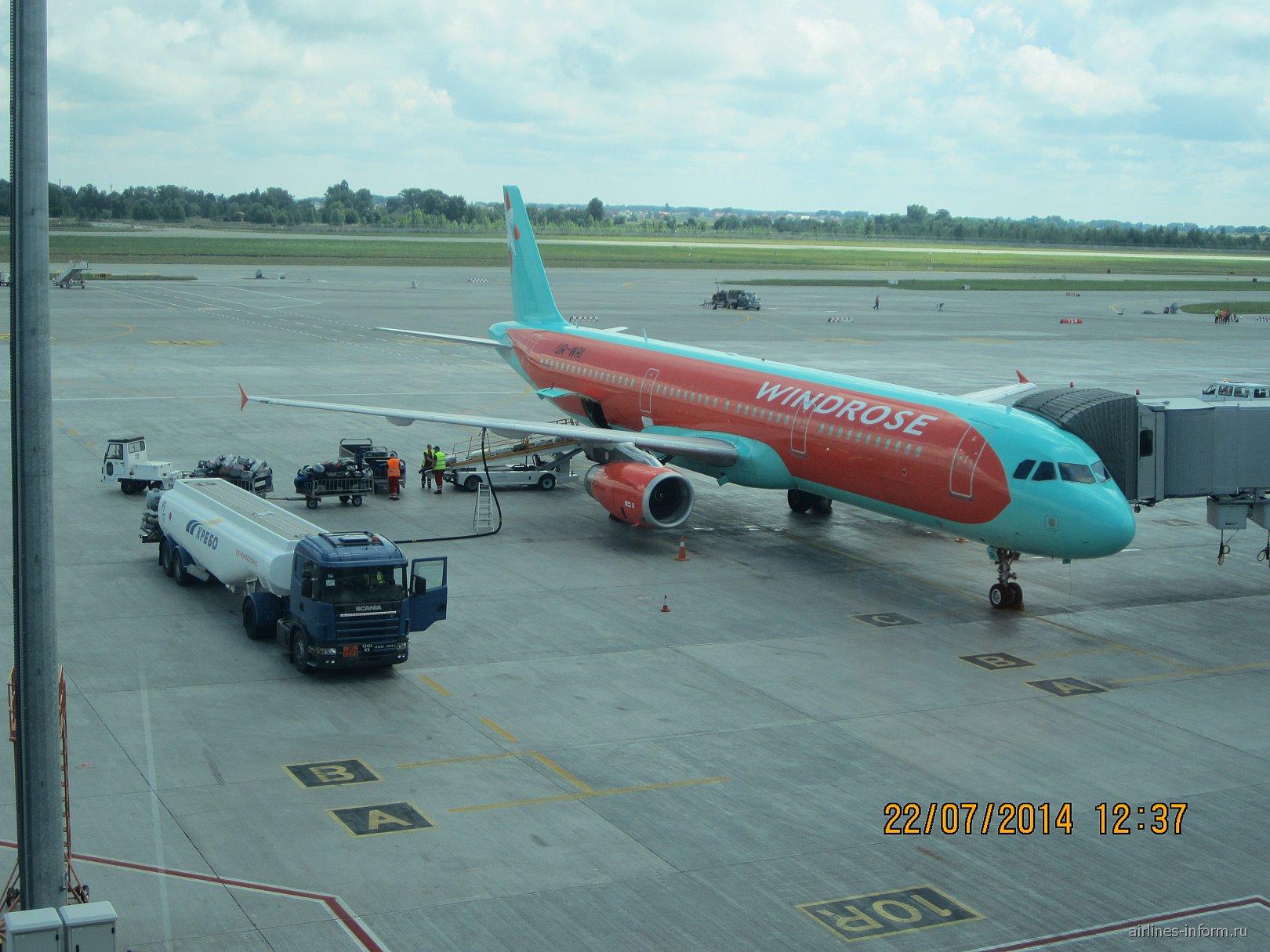 Airbus A321 авиакомпании Windrose в аэропорту Борисполь
