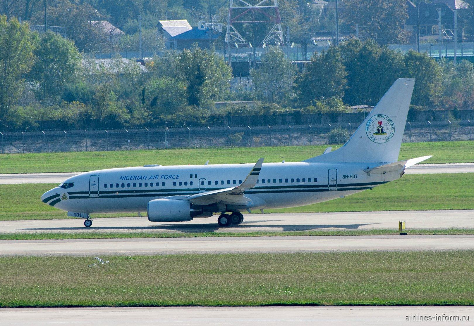 Самолет Боинг-737-700 (BBJ), номер SN-FGT, правительства Нигерии в аэропорту Сочи
