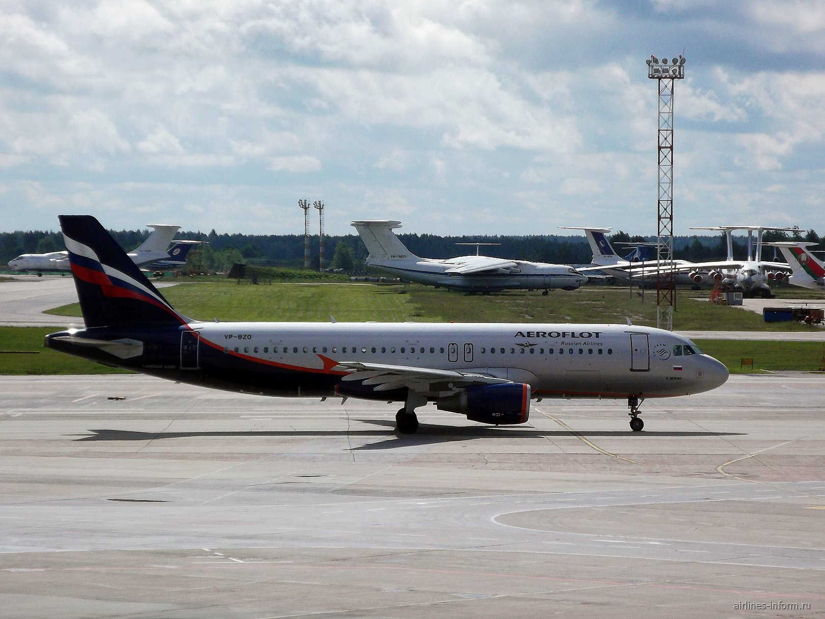 Airbus A320 VP-BZO авиакомпании Аэрофлот в аэропорту Минска