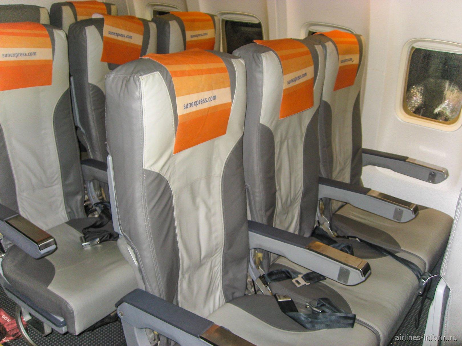Пассажирские кресла в Боинге-737-800 авиакомпании SunExpress Germany