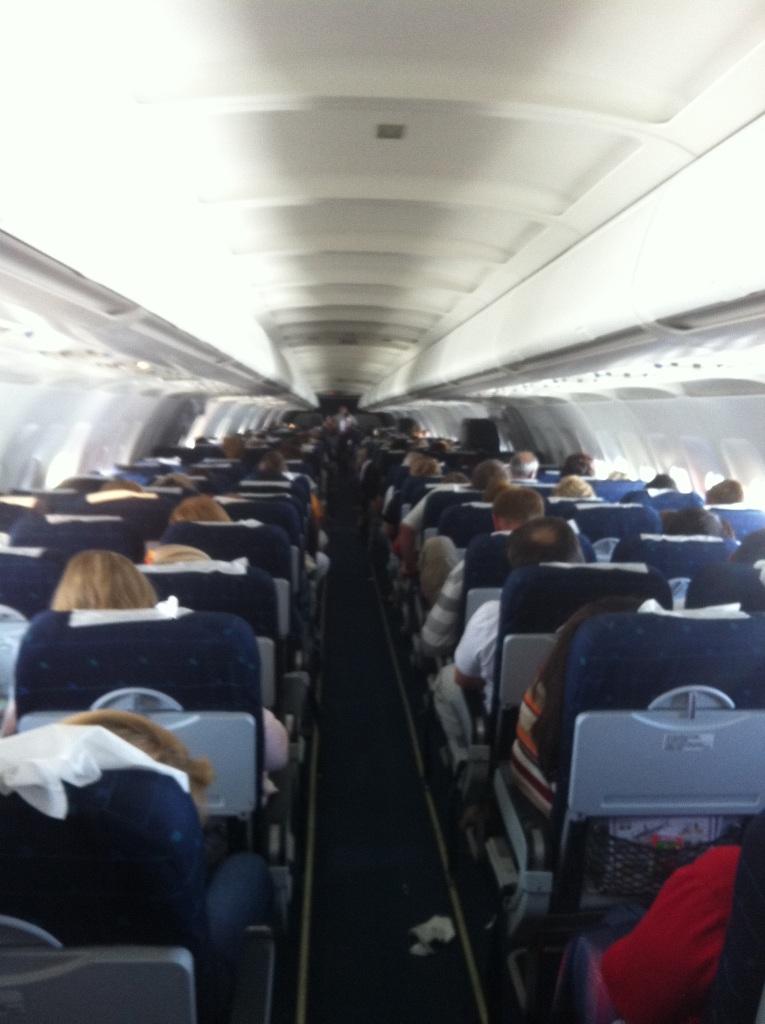 Салон самолета Airbus A321 Уральских авиалиний