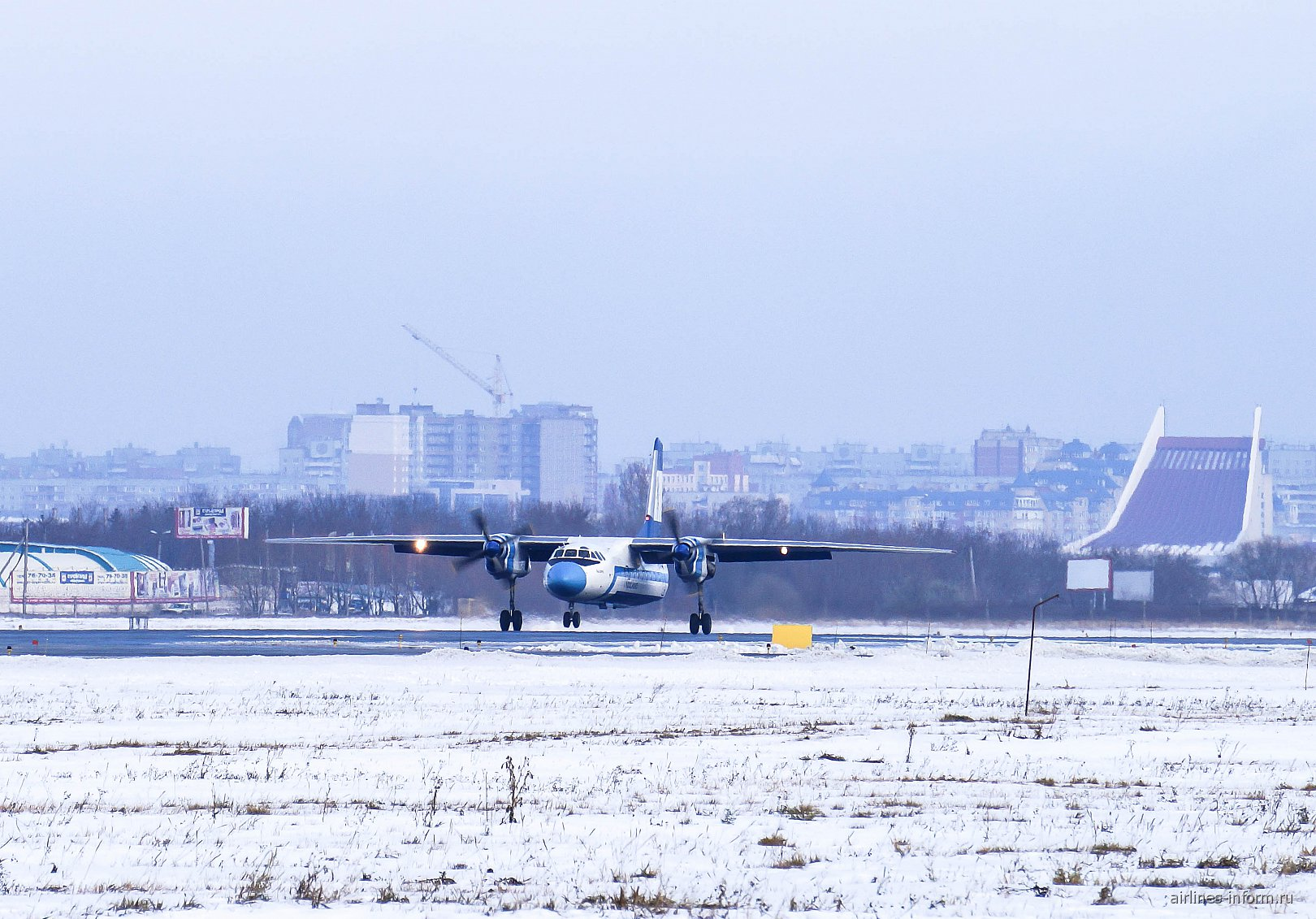 Посадка Ан-24 Красавиа в аэропорту Омска