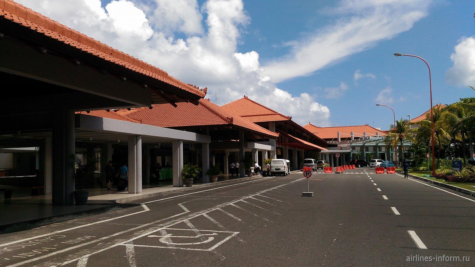 Терминал внутренних линий в аэропорту Денпасар Нгура Рай