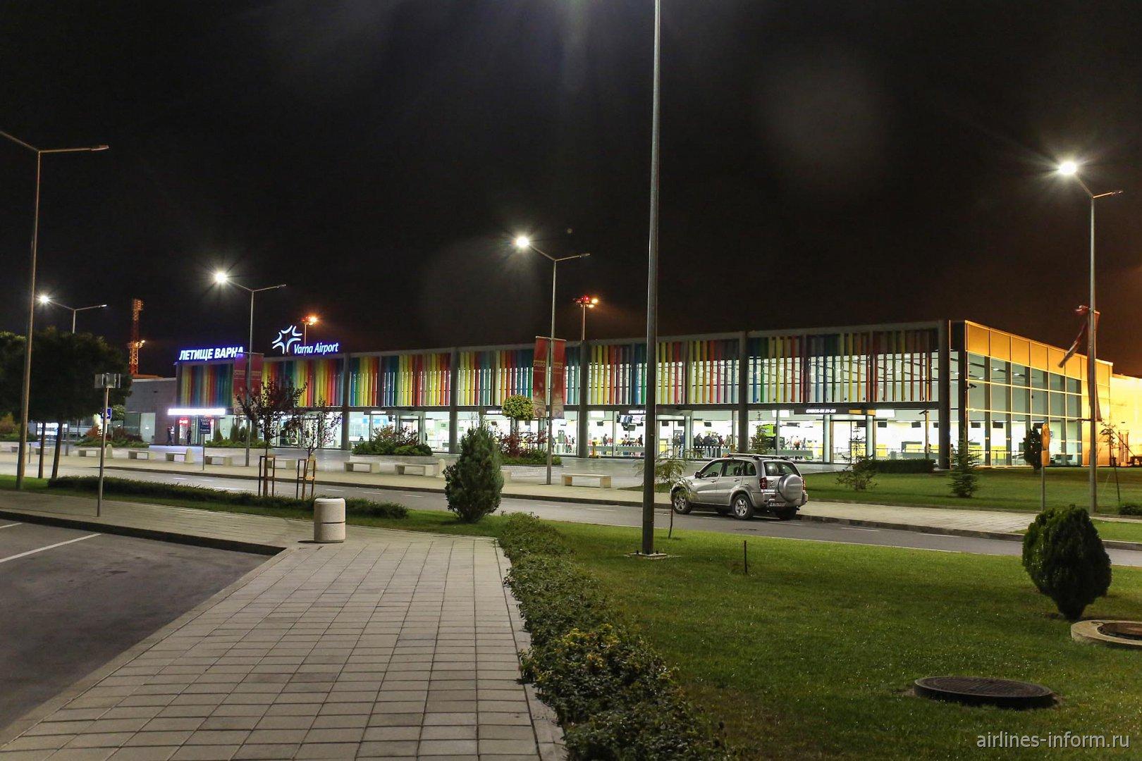 Зона вылета пассажирского терминал аэропорта Варна