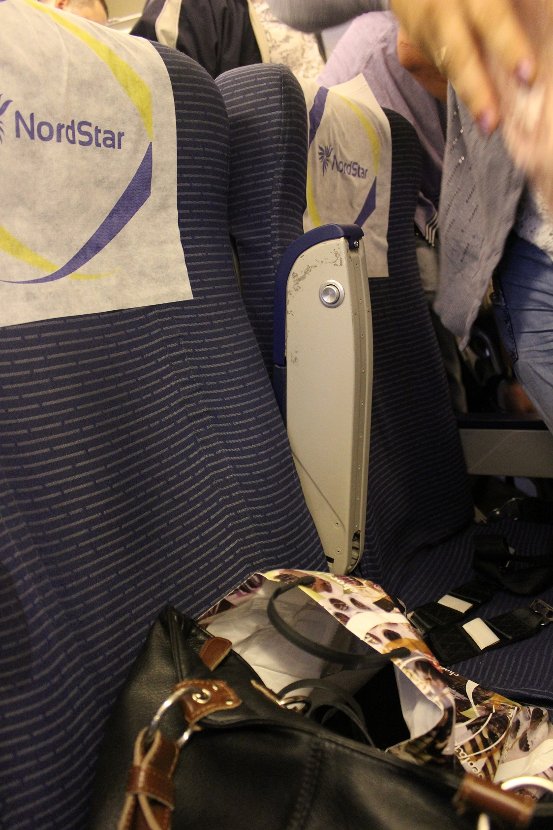 Экономкласс в самолете Боинг-737-800 авиакомпании NordStar