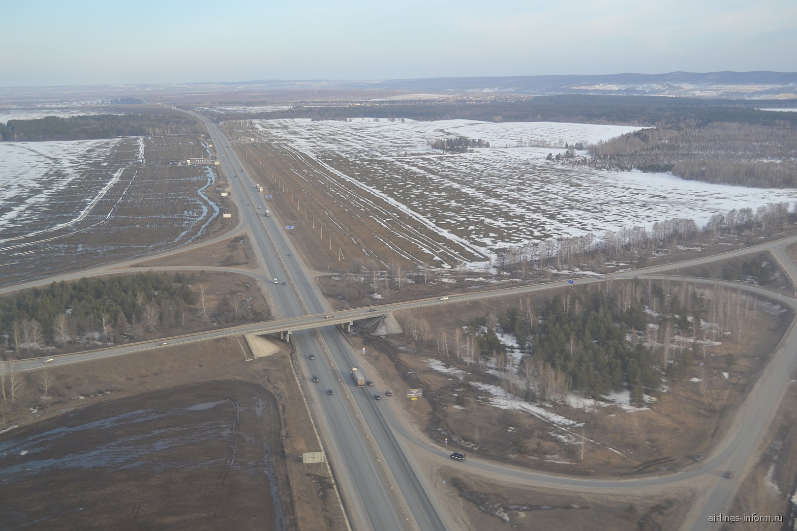 Вид на автотрассу М-5 перед посадкой в аэропорту Курумоч
