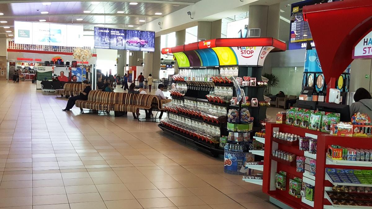 В аэровокзале аэропорта Кито Марискаль Сукре
