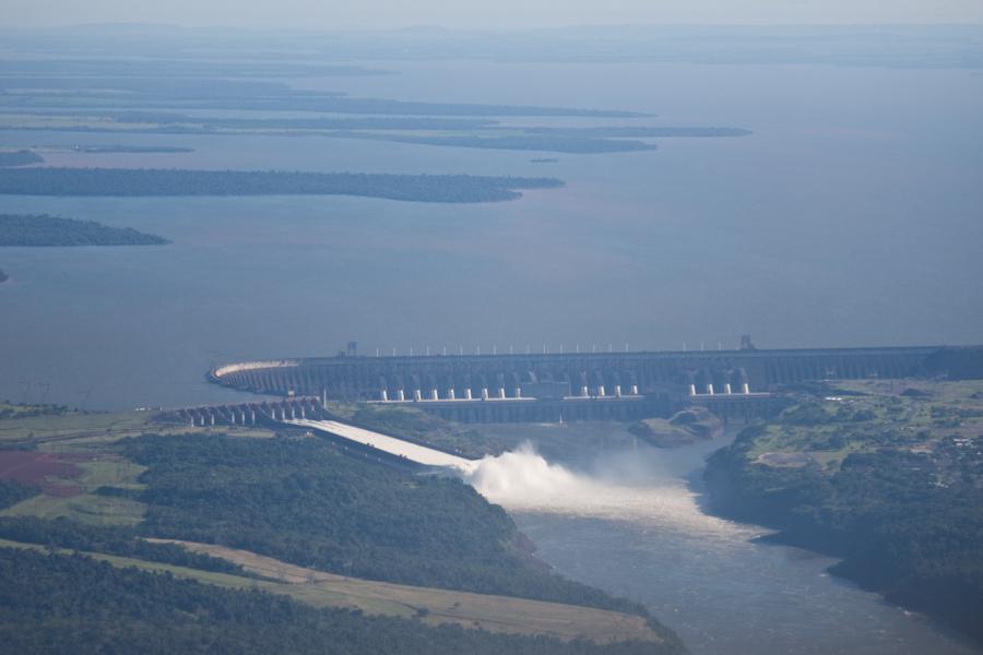 Вид на ГЭС Итайпу