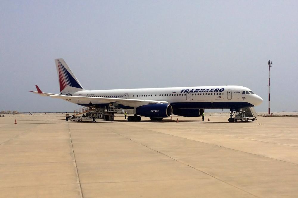 Самолет Ту-214 RA-64518 авиакомпании Трансаэро в аэропорту Энфида-Хаммамет