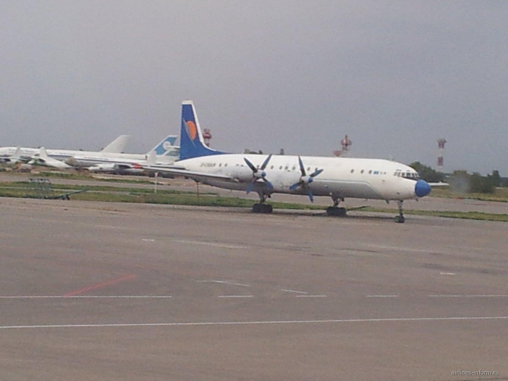 Ил-18 в аэропорту Алматы