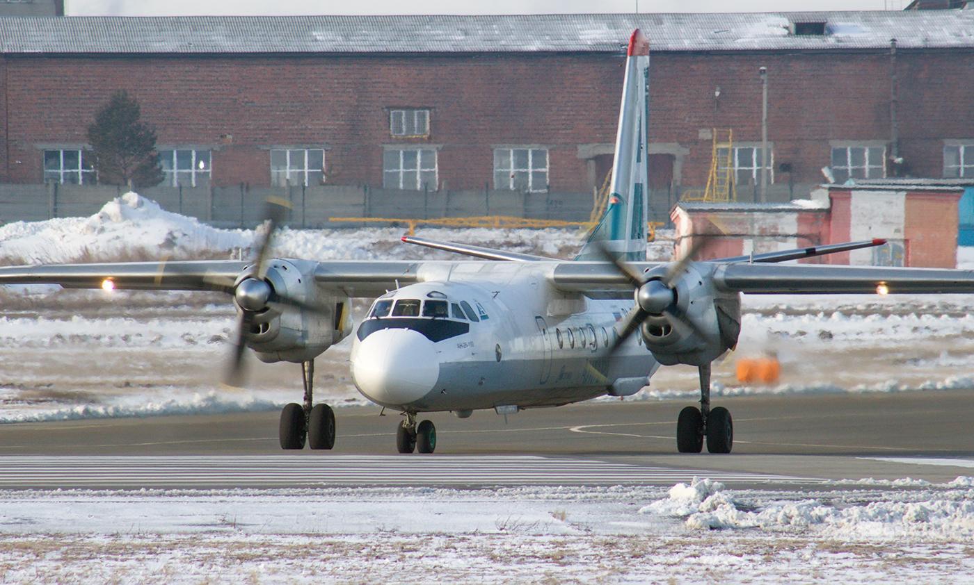 "Антонов Ан-24 RA-47366 авиакомпании ""Ангара"" в аэропорту Иркутск"