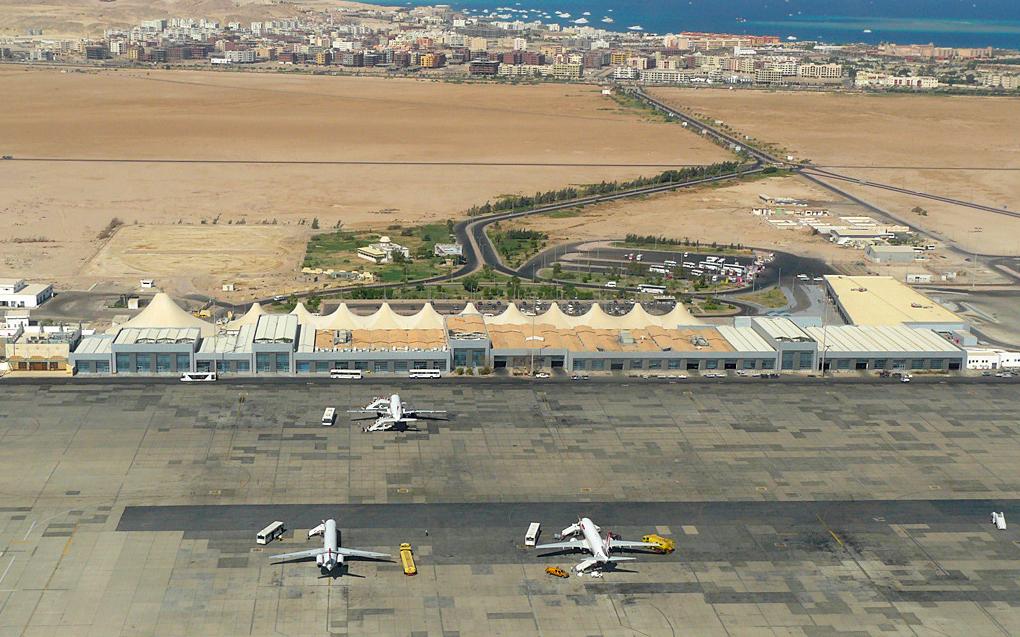 Вид сверху на аэропорт Хургада