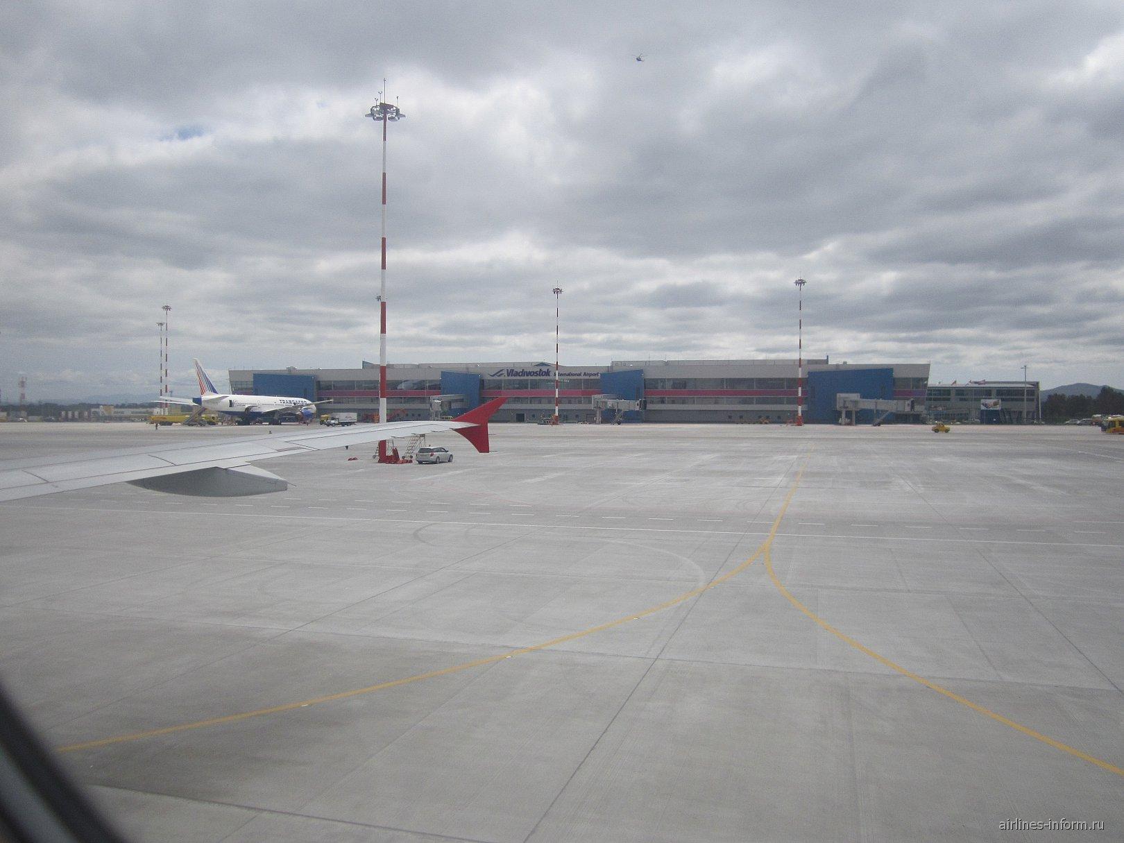 новый терминал Аэропорта Владивостока, сам же полет осуществлялся из старого терминала, фото к сожаления не сделал