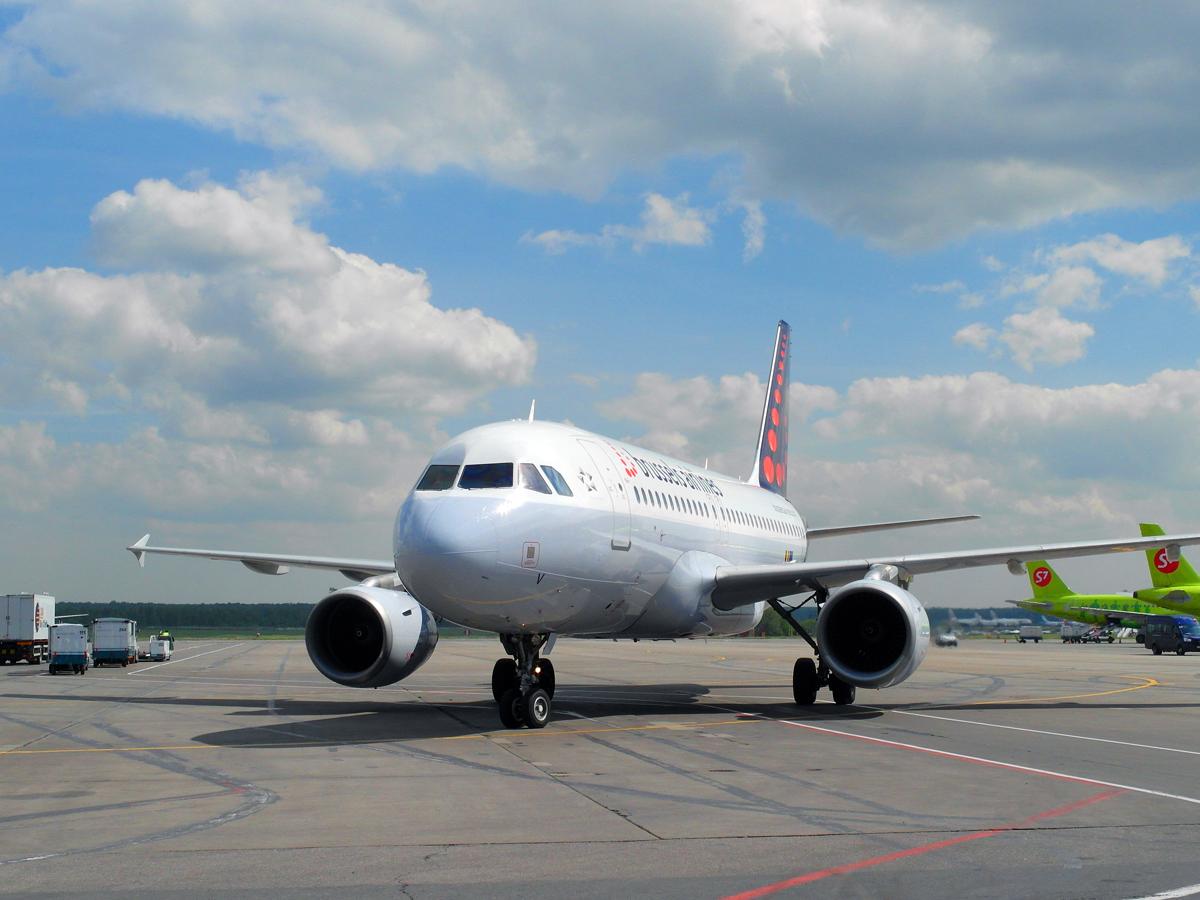 Airbus A319 Брюссельских авиалиний в аэропорту Домодедово
