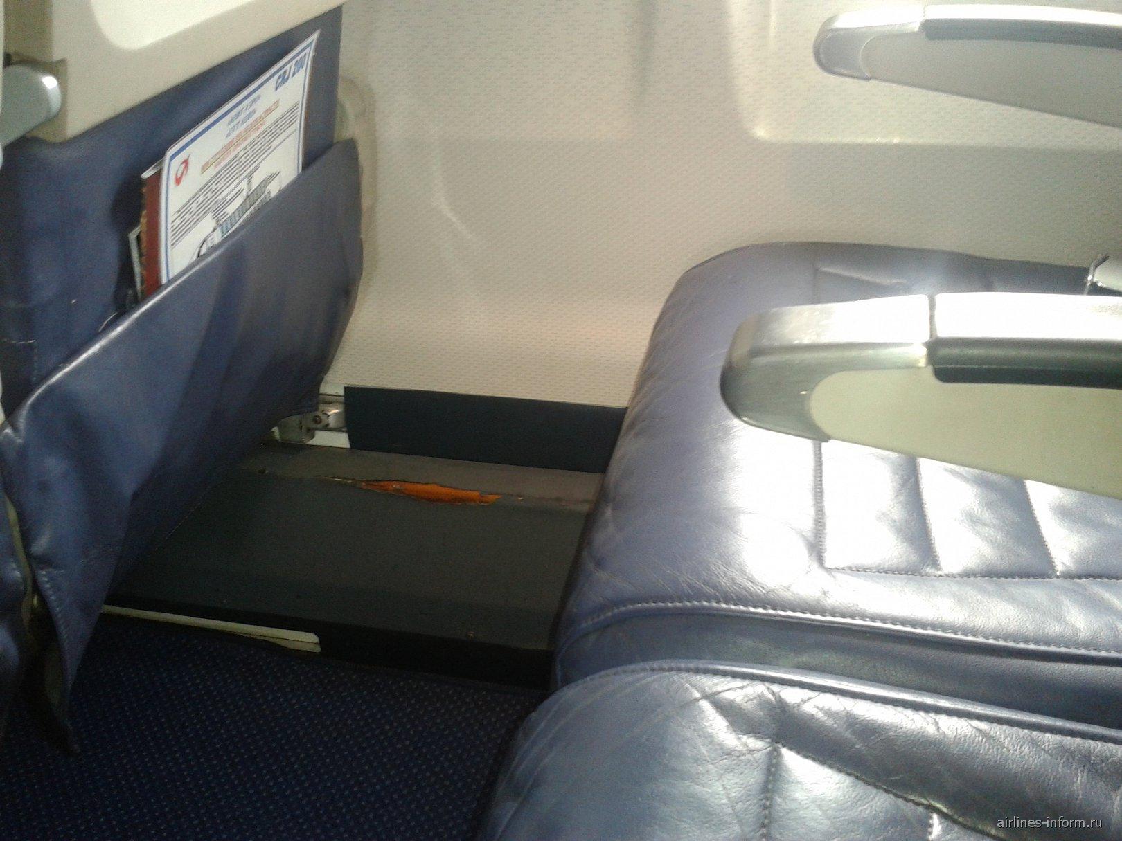 Кресла самолета Bombardier CRJ200 авиакомпании ЮВТ-аэро