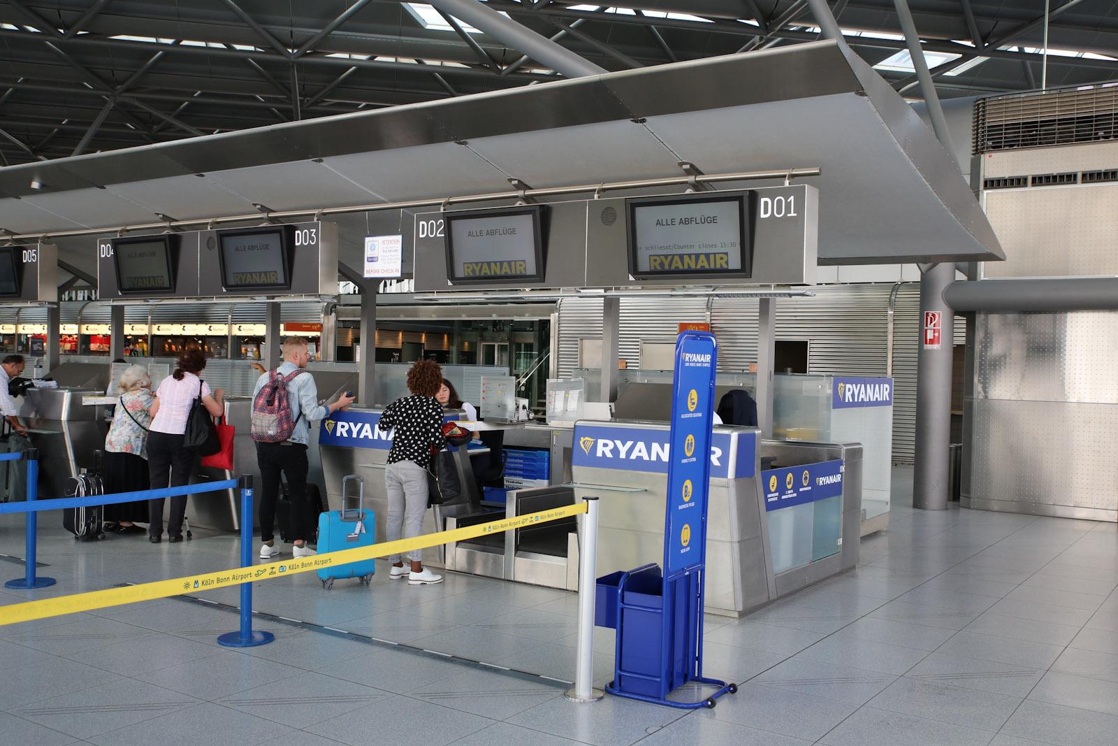 Стойки регистрации Ryanair в терминале 2 аэропорта Кёльн/Бонн