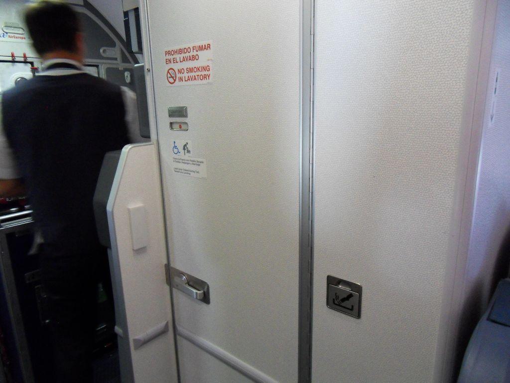 Туалет самолета Боинг-737-800 авиакомпании Air Europa