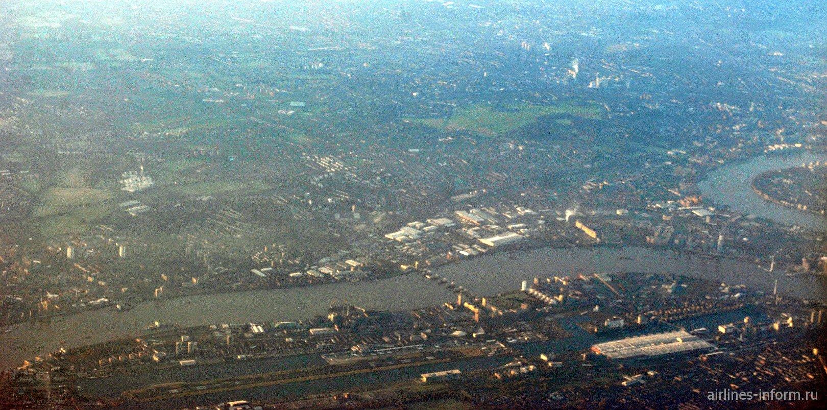 Вид сверху на аэропорт Лондон-Сити