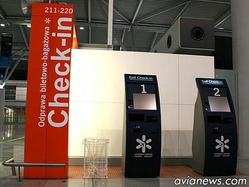 Киоски саморегистрации в аэропорту Варшавы