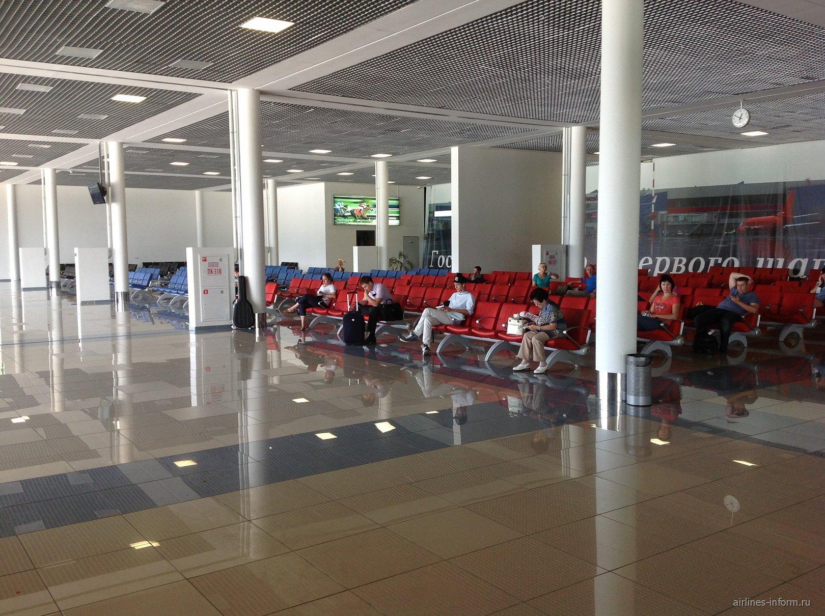 Зал ожидания в чистой зоне аэропорта Владивосток Кневичи