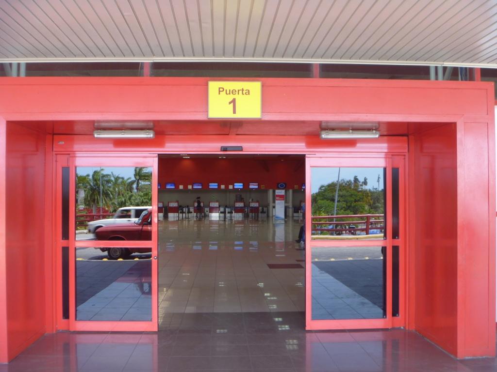 Вход в терминал 3 аэропорта Гавана Хосе Марти