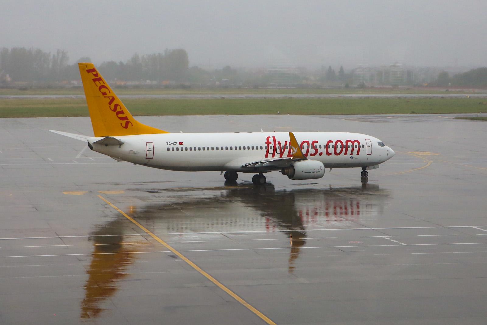 Боинг-737-800 авиакомпании Pegasus в аэропорту Бухареста