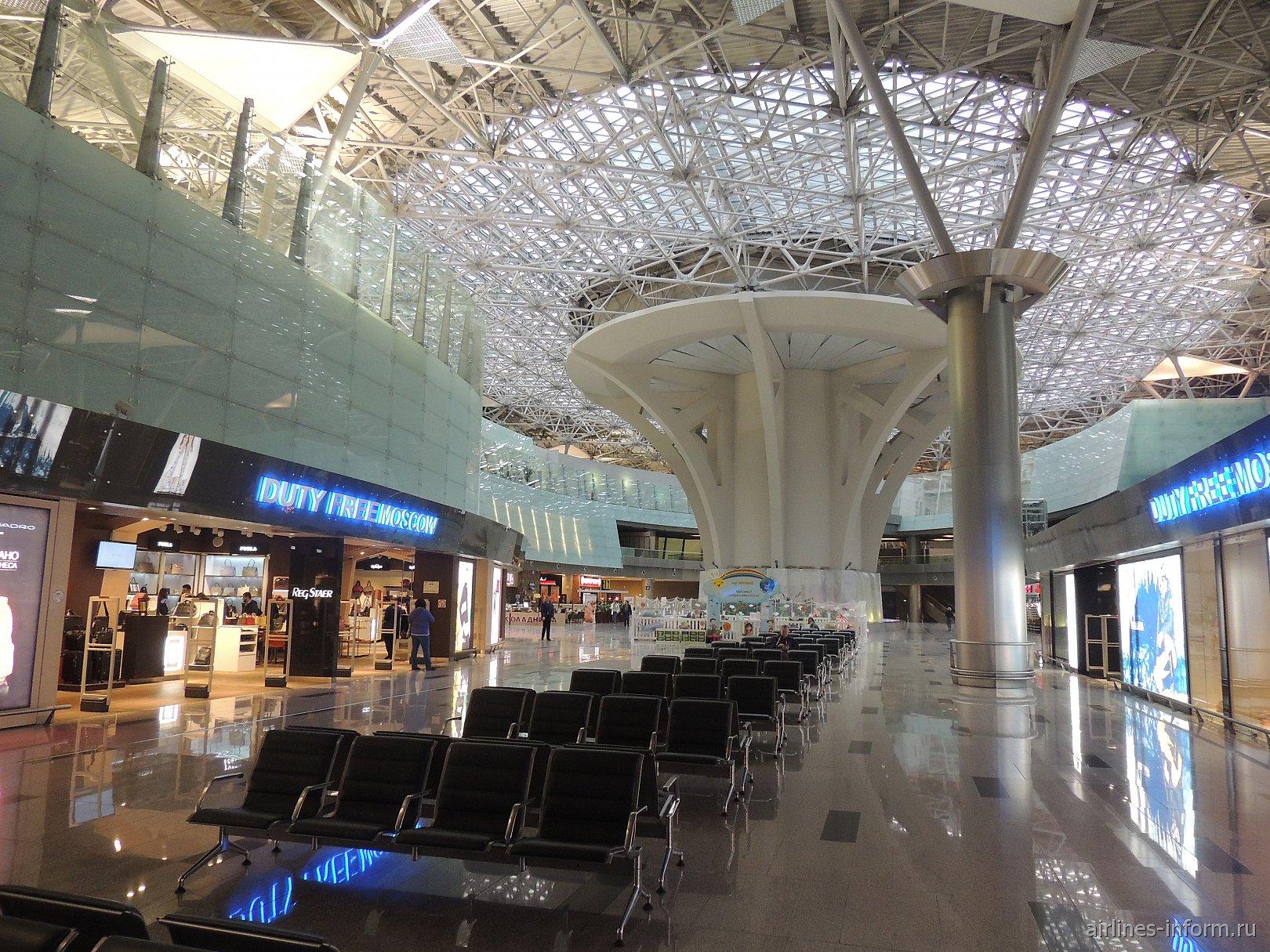 Зал ожидания в чистой зоне международных вылетов аэропорта Внуково