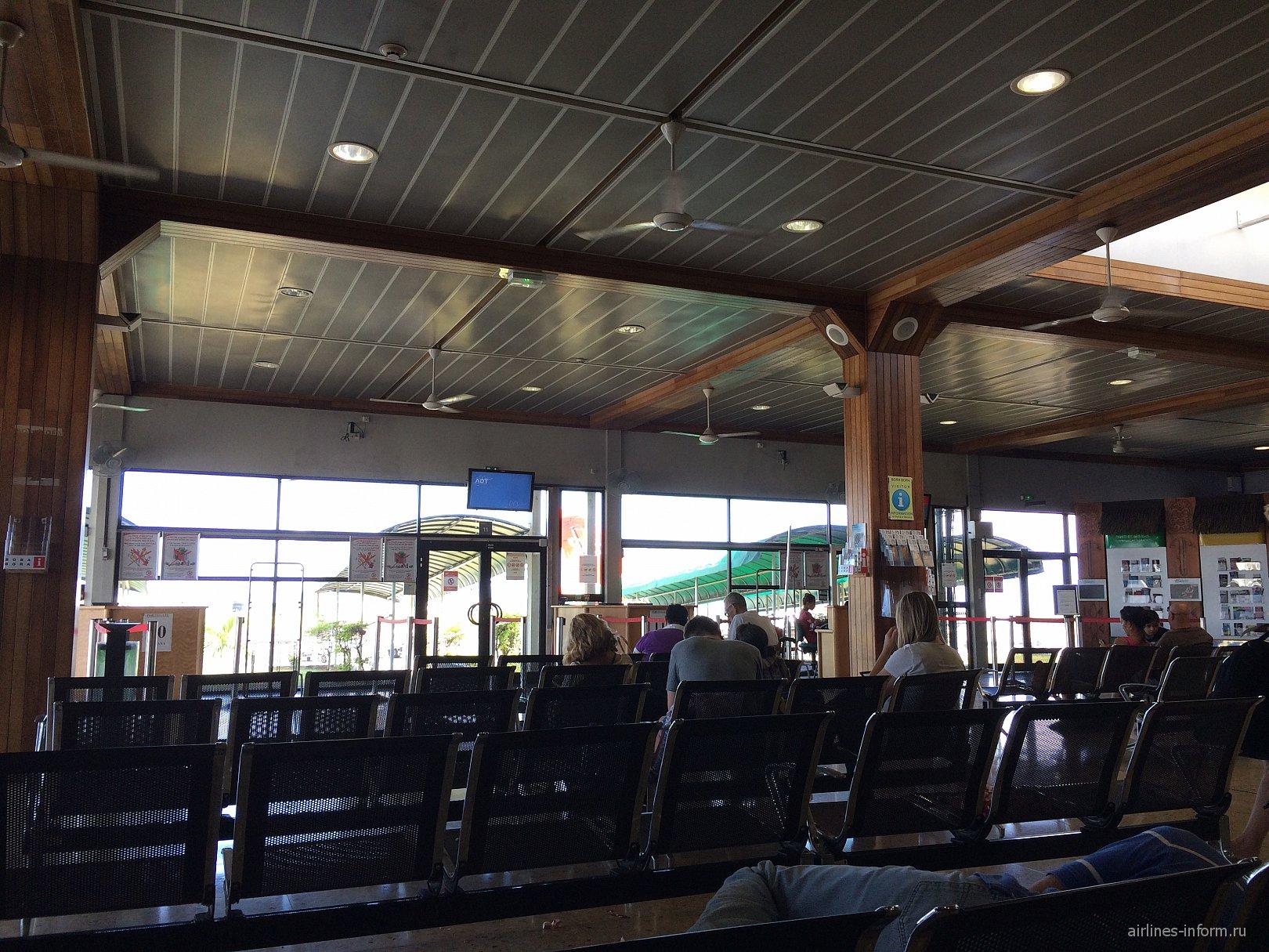 Зал вылета внутренних линий в аэропорту Папеэте Фаа