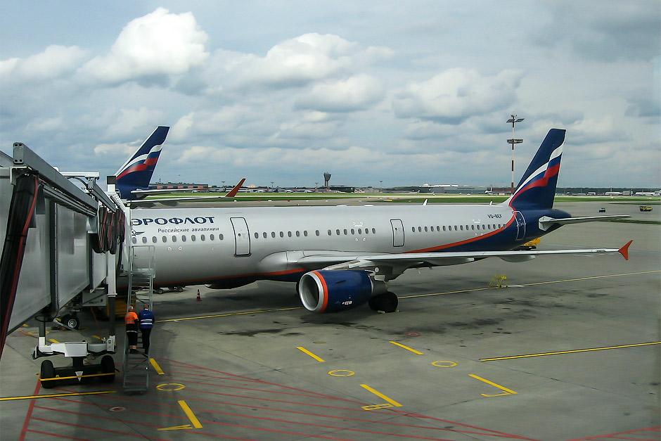 Самолет Эрбас А-321 Аэрофлота в аэропорту Шереметьево