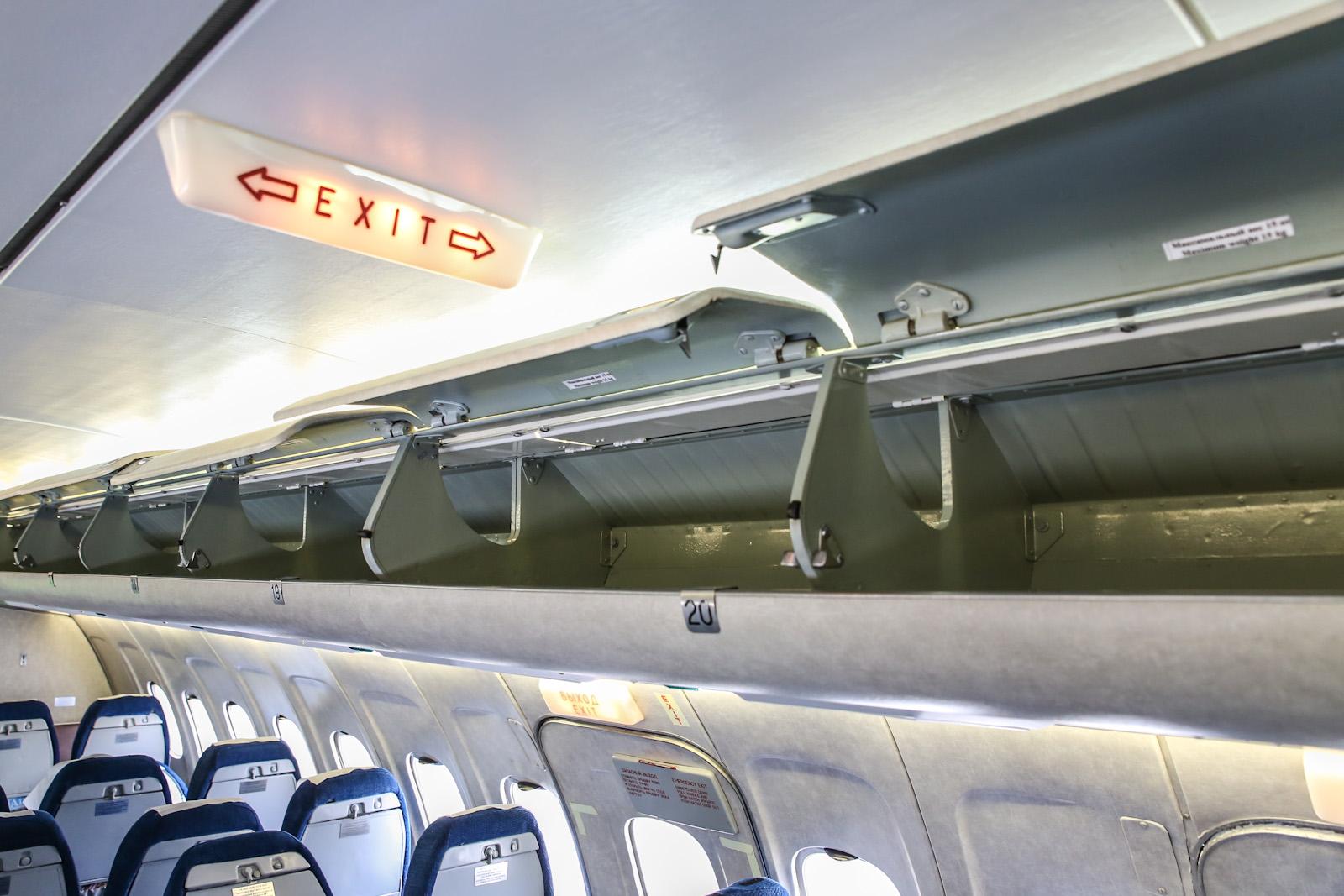 Багажные полки самолета Ту-154М авиакомпании