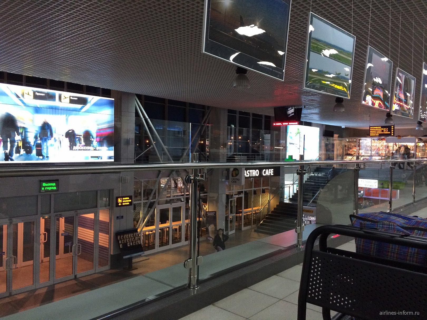 В аэровокзале аэропорта Иркутск