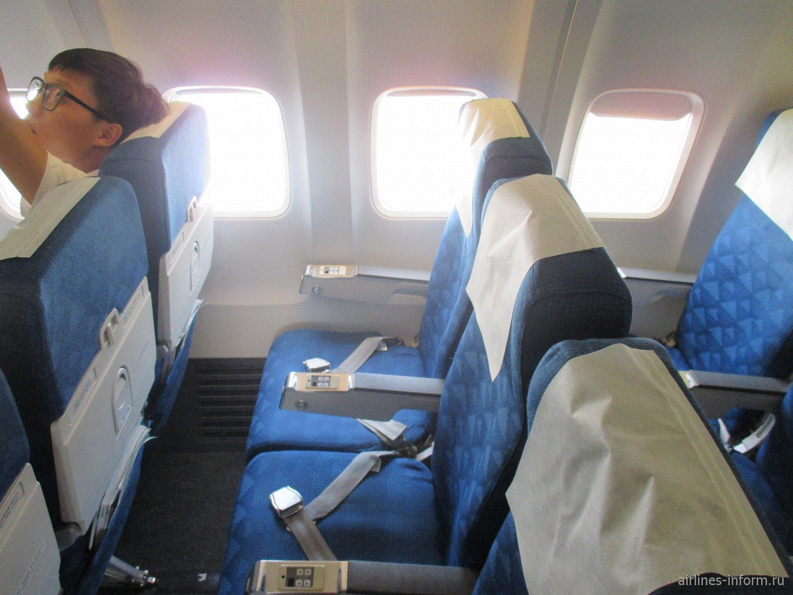 Пассажирские кресла в самолете Боинг-737-900 авиакомпании Korean Air