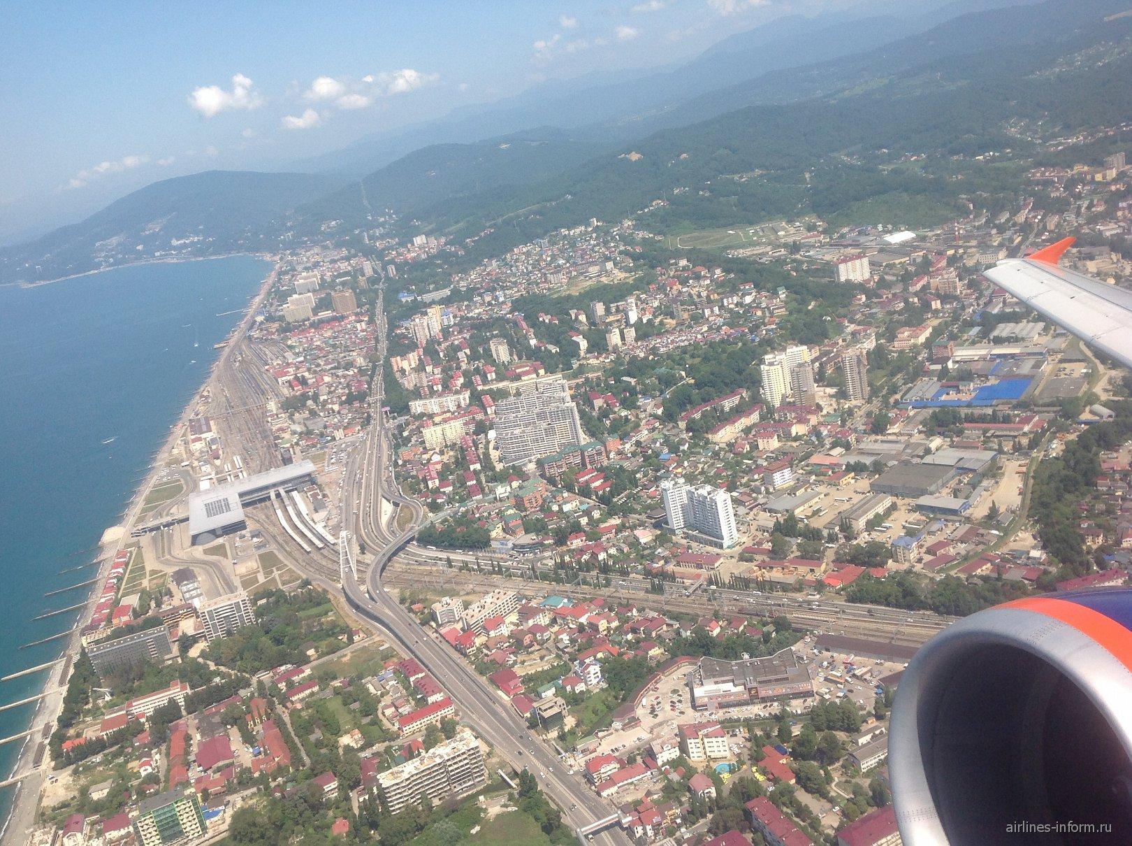 Вид на Адлер при взлете из аэропорта Сочи