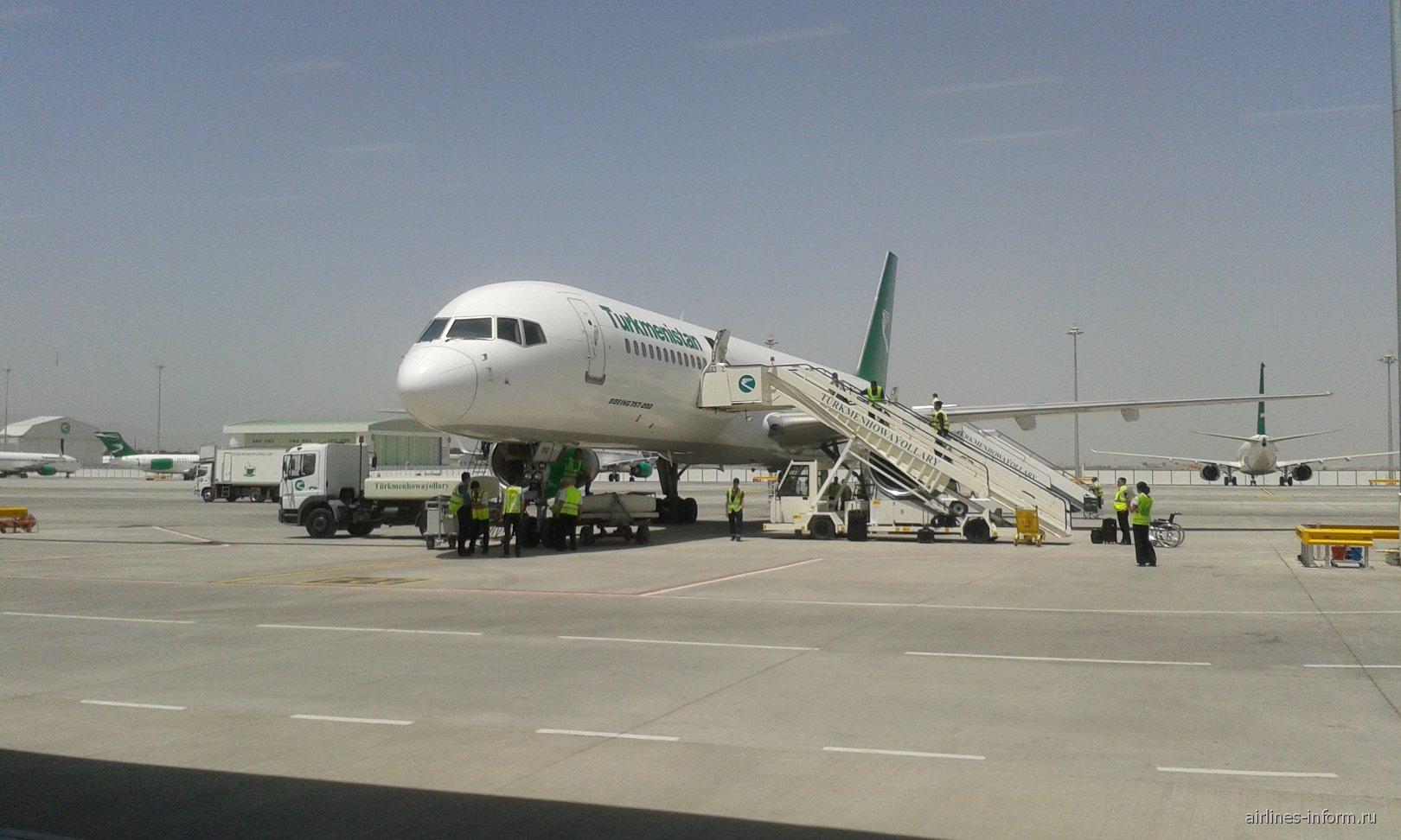 Боинг-757-200 Туркменских авиалиний