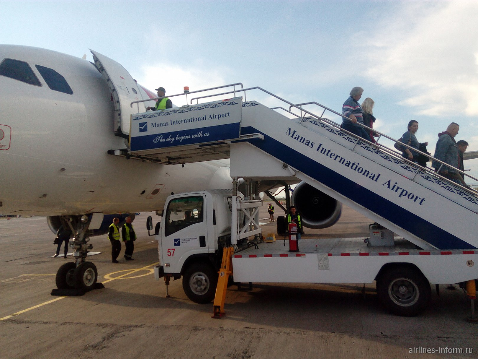 Москва - Бишкек с Авиа Траффиком, обратно с Уральскими авиалиниями. Чья маршрутка лучше?