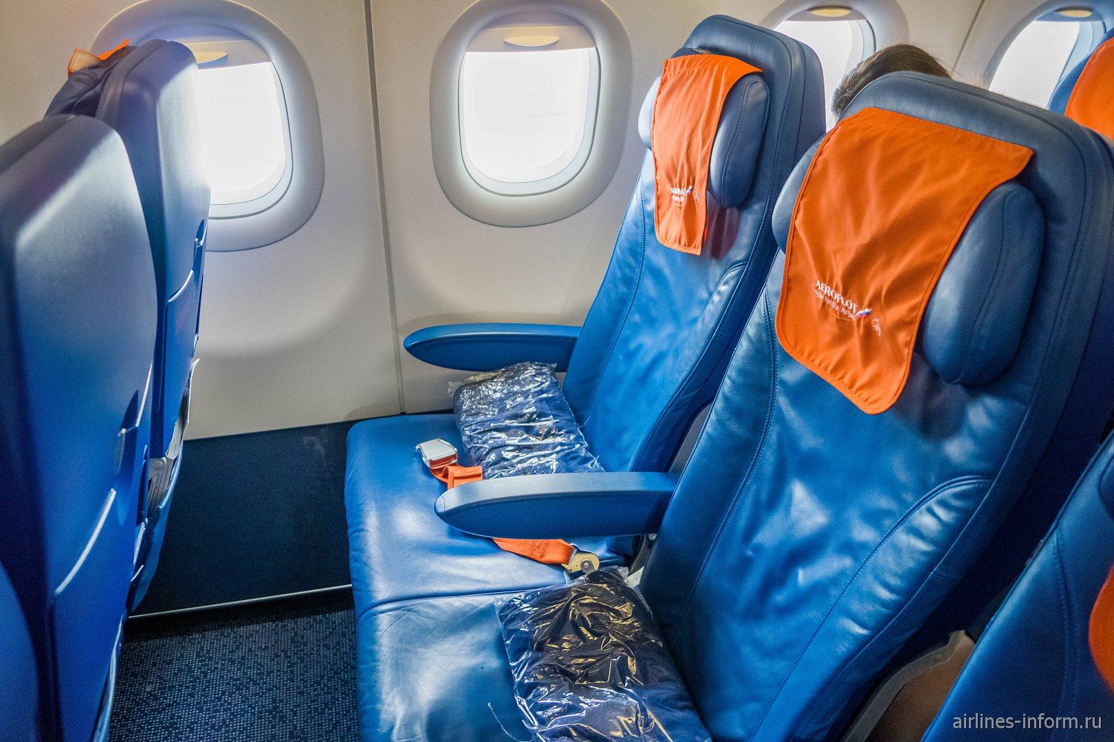 Пассажирские кресла в самолете Airbus A320 Аэрофлота