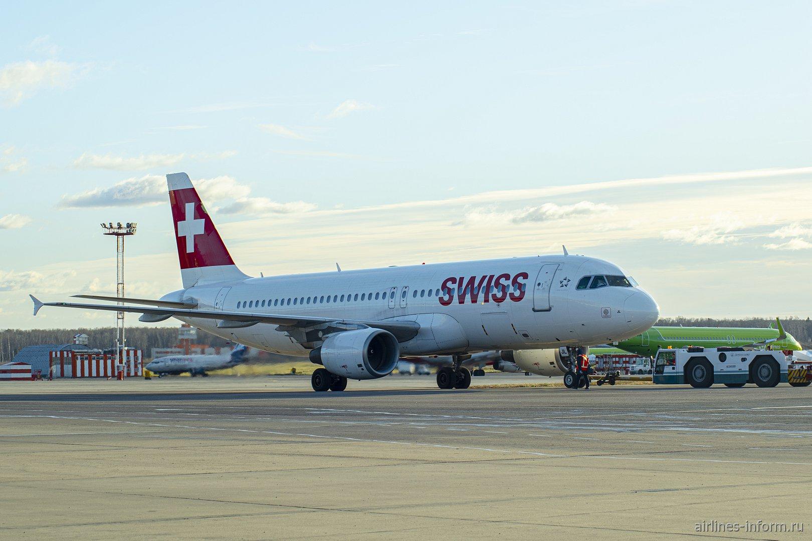 Airbus A320 авиакомпании SWISS в аэропорту Домодедово