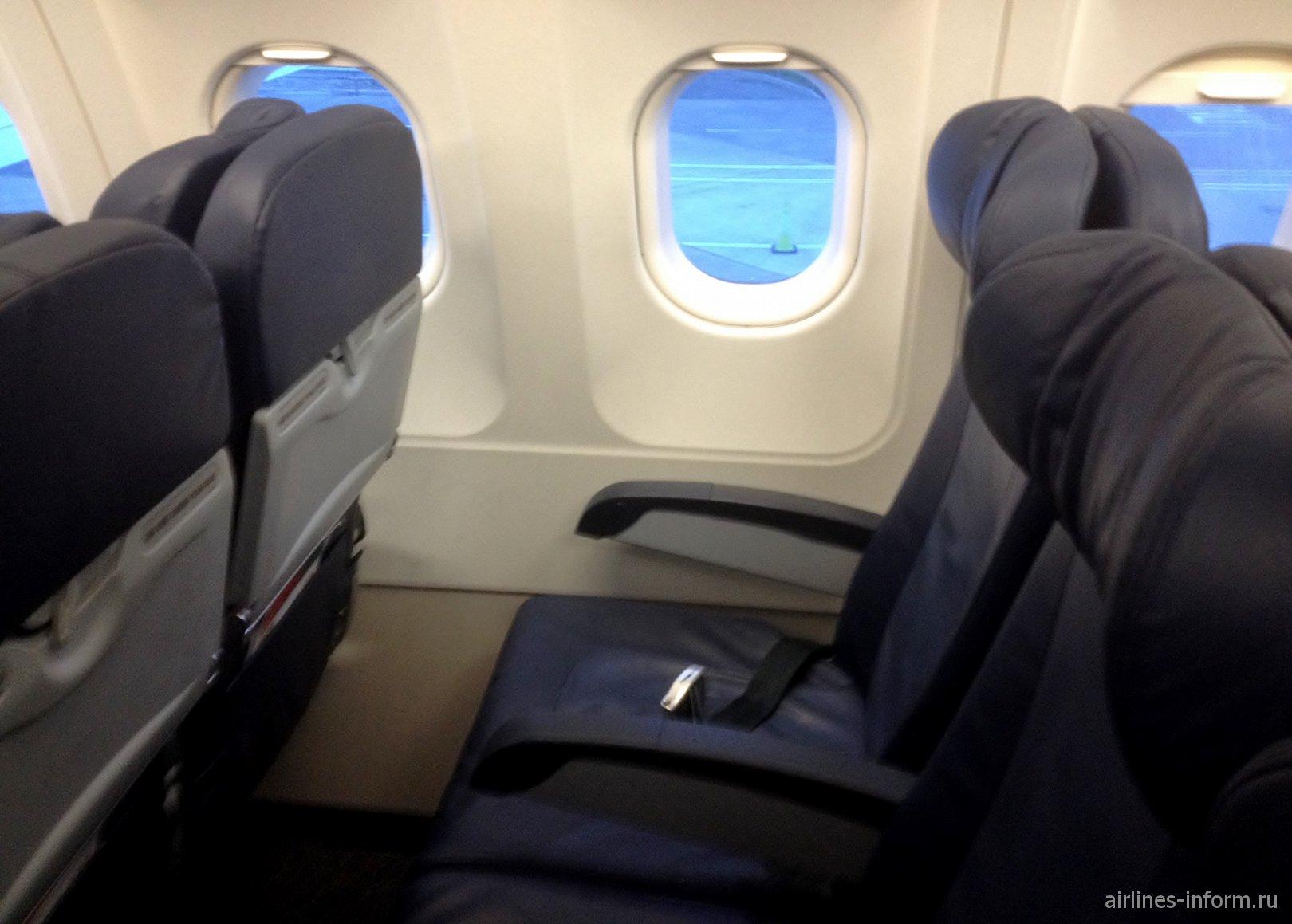 Пассажирские кресла в самолете Airbus A320 авиакомпании Aer Lingus