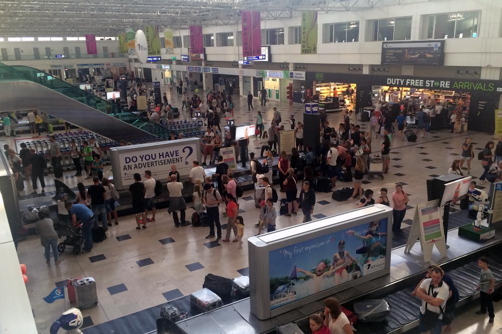 Зал выдачи багажа в терминале 1 аэропорта Анталья