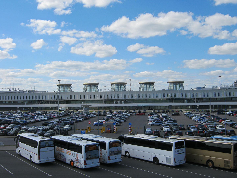Автомобильная парковка в аэропорту Пулково