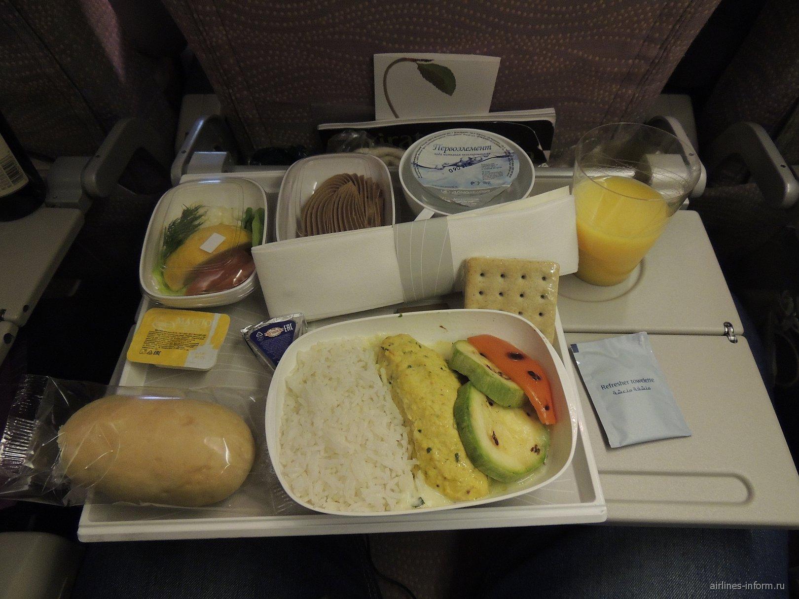 Бортпитание на рейсе Москва-Дубай авиакомпании Emirates