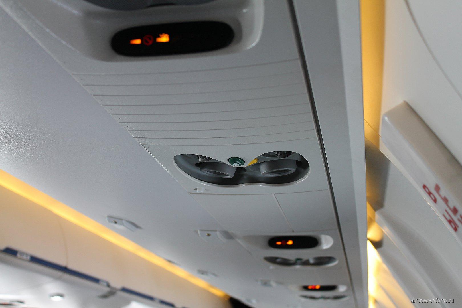 Салон самолета Bombardier CRJ200 авиакомпании Северсталь Авиа
