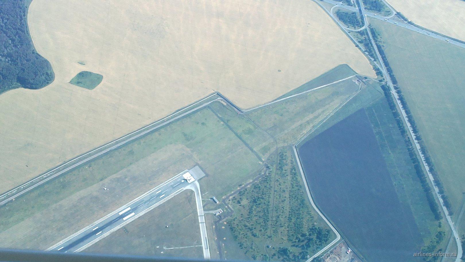 Над взлетной полосой аэропорта Курумоч