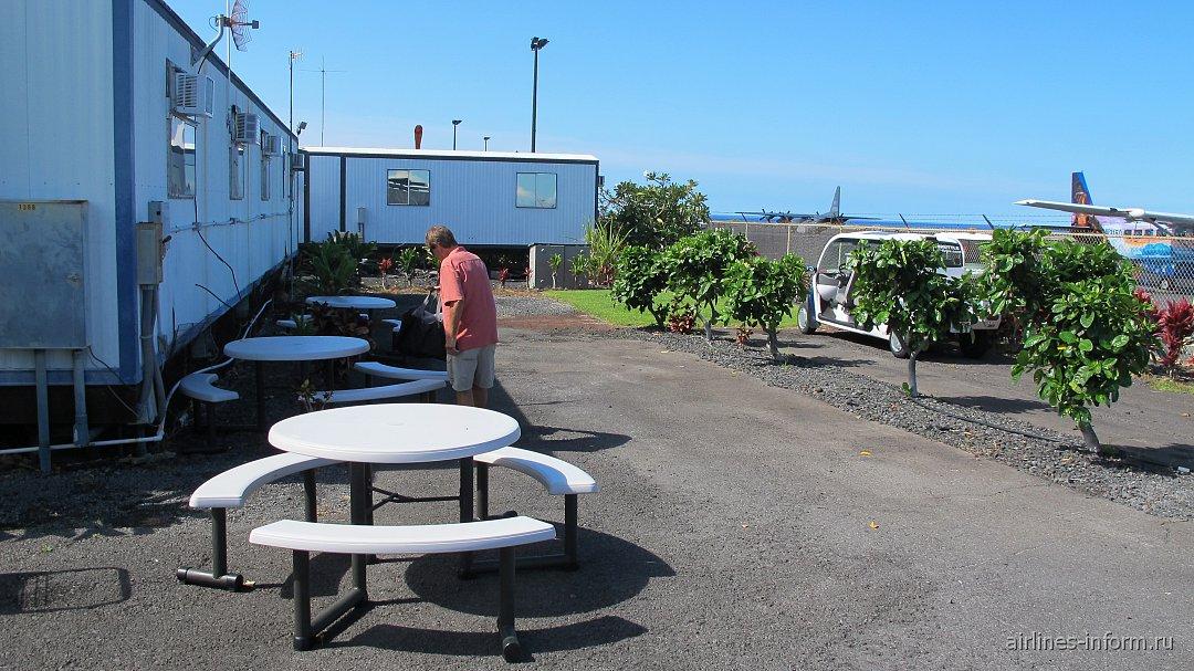 Зона ожидания у терминала авиакомпании Mokulele в аэропорту Каулиа-Кона