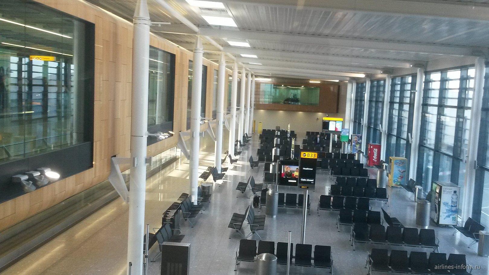 Зал ожидания в терминале 1 аэропорта Лондон Хитроу