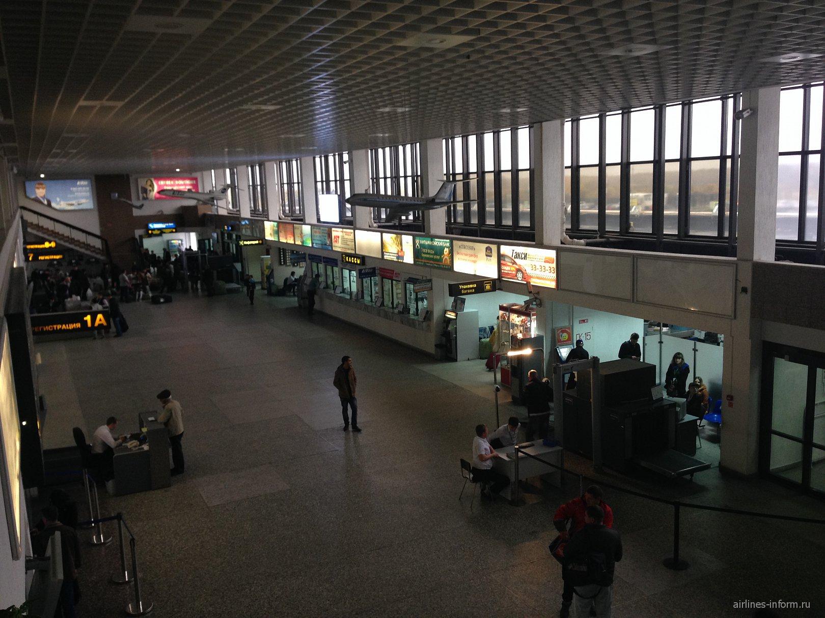 В аэровокзале аэропорта Тюмень Рощино