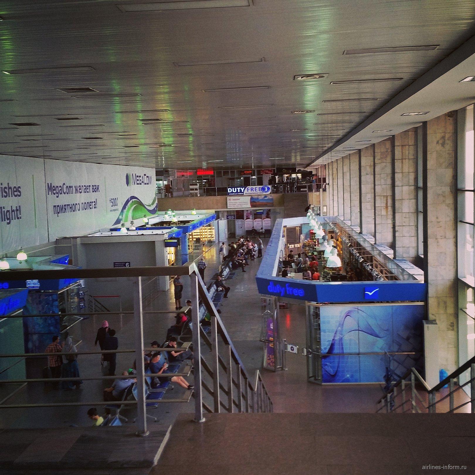 В чистой зоне аэропорта Манас в Бишкеке